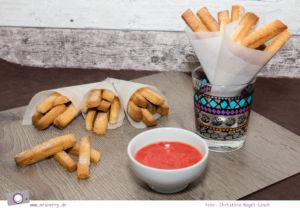 Sweet Table - 5 tolle Rezepte zum Kindergeburtstag: süße Pommes mit Erdbeer-Ketchup und Vanille-Majo