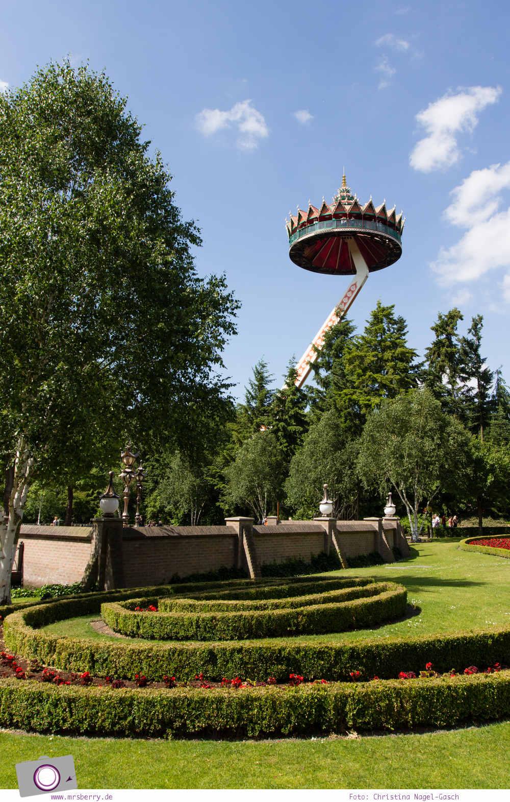 Familienurlaub im Ferienpark und Freizeitpark Efteling: mit der Pagode schwebt man in 45 Metern Höhe