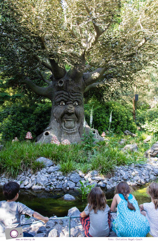 Familienurlaub im Ferienpark und Freizeitpark Efteling: der sprechende Baum im Märchenwald