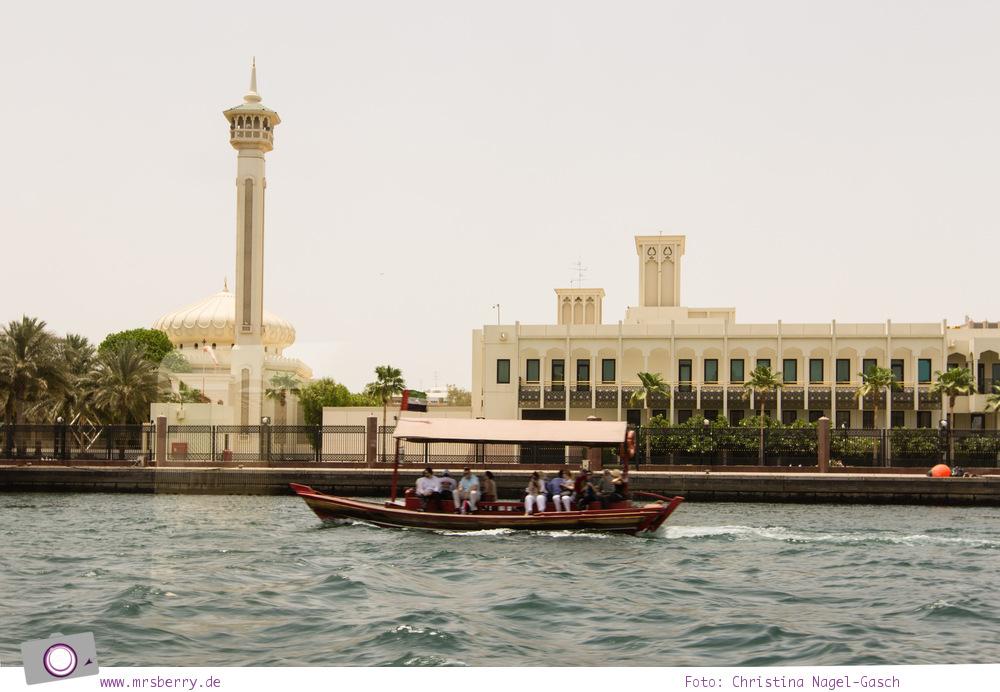 Fernreisen - Dubai mit Kind: Stadtrundfahrt it dem Amphibienfahrzeug Wonderbus zu Land und zu Wasser auf dem Dubai Creek