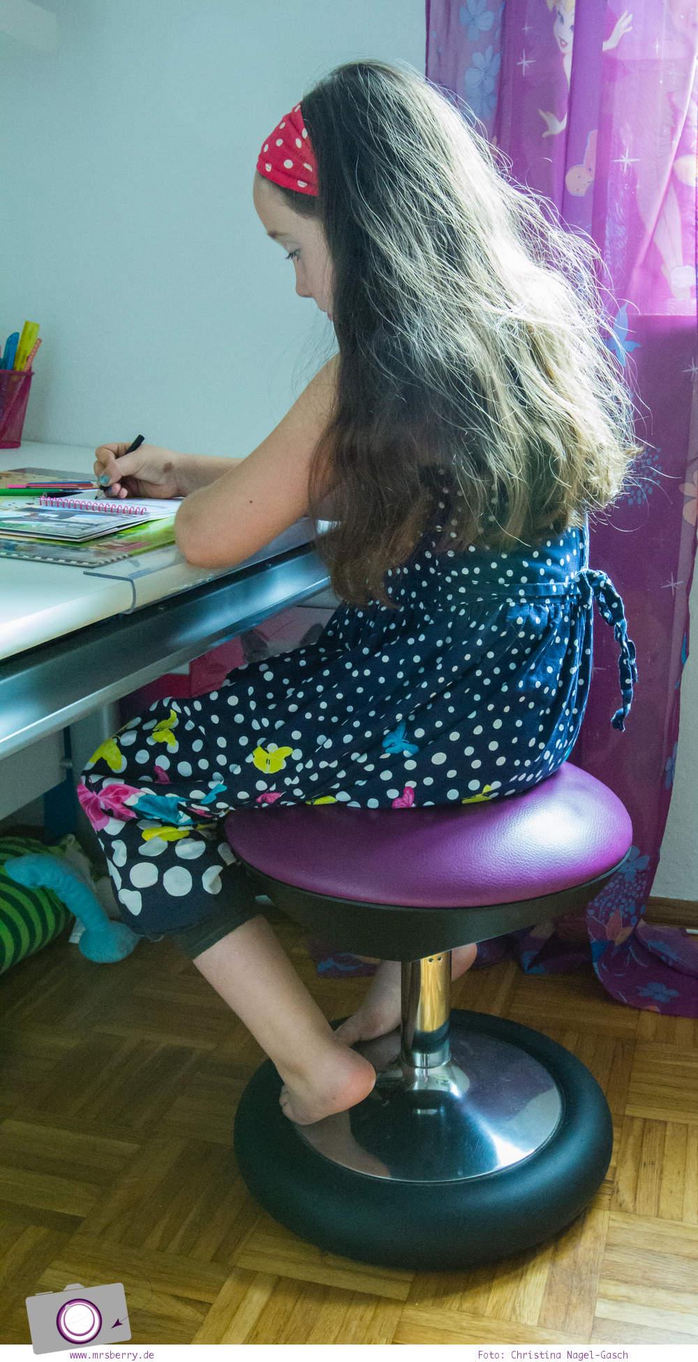 Richtig sitzen am Schreibtisch - mit dem Sitness Kid 20 Hocker von Topstar für Kinder