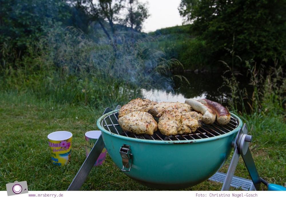 Camping mit Kindern in der Eifel - Prümtal Camping Oberweis: Grillen an der Prüm