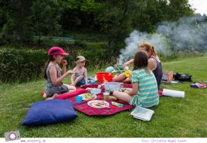 Camping mit Kindern in der Eifel - Prümtal Camping Oberweis: Grillen und Picknick an der Prüm