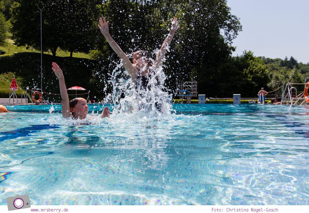 Camping mit Kindern in der Eifel - Prümtal Camping Oberweis: Badespaß im Freibad