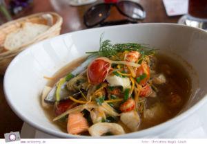 Urlaub an der Ostsee - 4 Tage in Zingst: Fischsuppe im Kurhausrestaurant an der Seebrücke Zingst