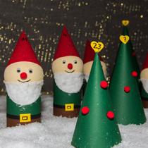 Adventskalender selber machen - die schönsten Ideen: Märchenwald aus Klorollen mit Schneewittchen und den sieben Zwergen, Froschkönig und Prinzen
