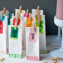 Adventskalender selber machen - die schönsten Ideen: gefüllte Tütchen mit Maskingtape