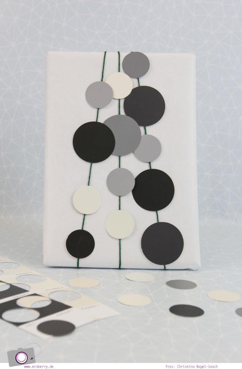 Geschenke schön verpacken - Weihnachtsgeschenke in Weiß, Schwarz und Grau