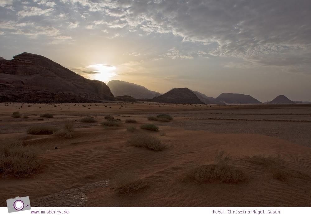 Rundreise Jordanien - ein Reisebericht: Ballonfahrt | mit dem Heißluftballon über das Wadi Rum - Sonnenaufgang im Wadi Rum