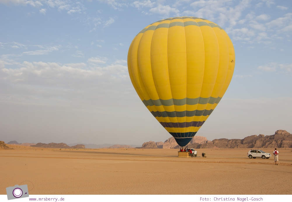 Rundreise Jordanien - ein Reisebericht: Ballonfahrt | mit dem Heißluftballon über das Wadi Rum - Ballon in gänzlicher Pracht
