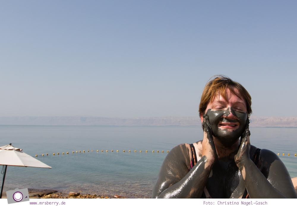 Rundreise Jordanien - ein Reisebericht: Schlammpackung am Toten Meer