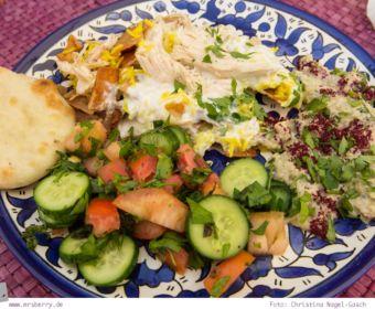 Arabisch kochen - Rezepte aus Jordanien: Bauernsalat, Moutabbal, Fattet Jaj