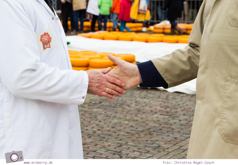 Käsemarkt in Alkmaar: Preisverhandlung mittels Handschlag