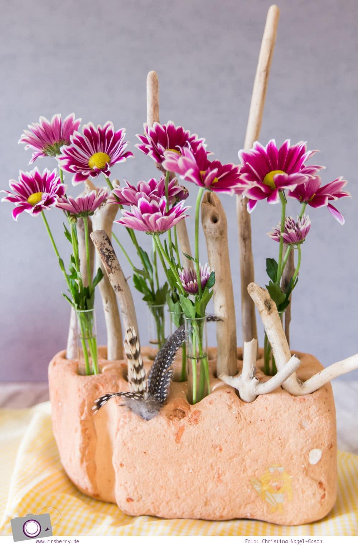 Beach Deko DIY mit Blumen im Reagenzglas im Backstein
