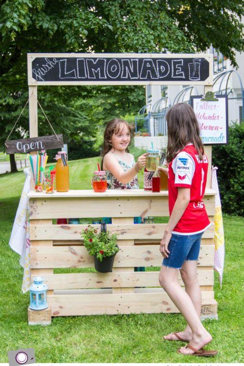 DIY: Limonadenstand aus Europalette bauen