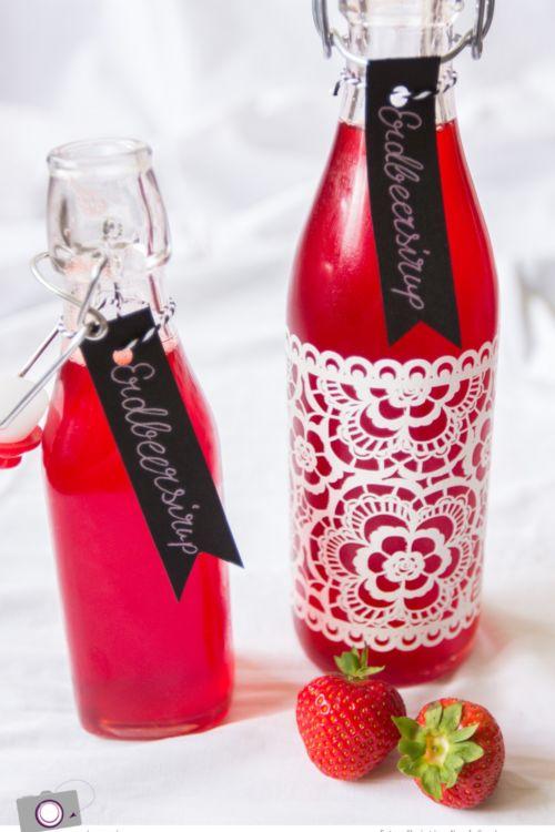 Erdbeersirup selber machen – für fruchtige Erdbeerlimonade & süße Desserts