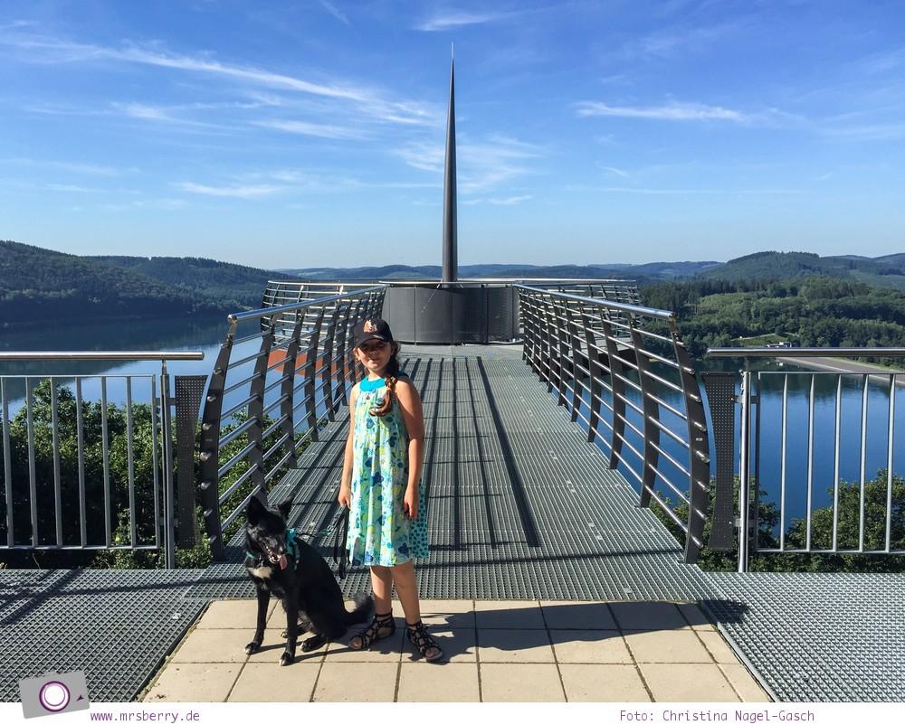 Biggesee im Sauerland - ein Tagesausflug mit Kind und Hund | Aussichtsplattform Biggeblick