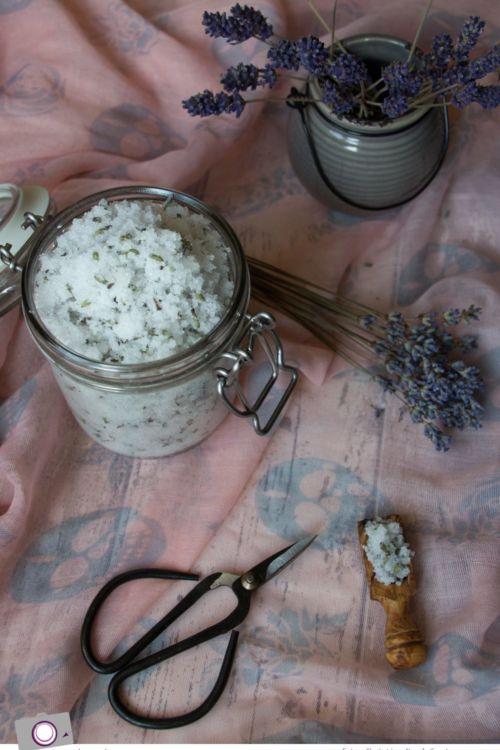 Peeling selber machen: entspannendes Lavendel-Zucker-Peeling