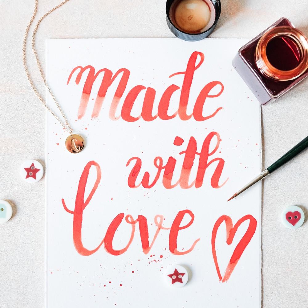 Geschenkidee Made with love: Letter Necklace - Lettering Kette mit Buchstabe in Rosegold im Design von Frau Hölle by Stilnest