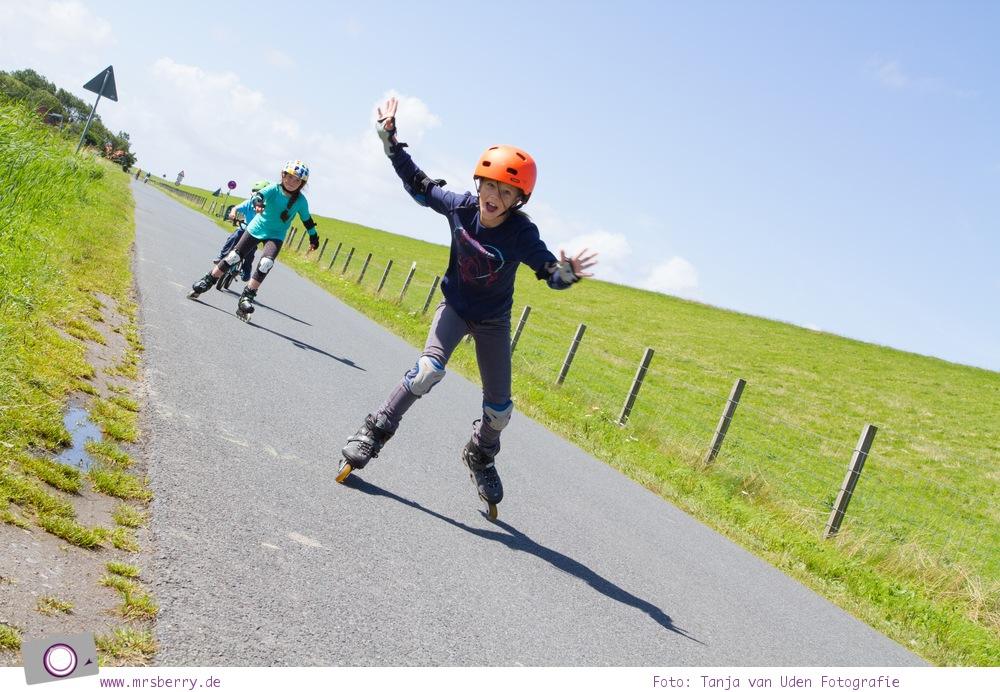 Norddeich: 16 Freizeittipps für Familien an der Nordsee - Inliner fahren am Deich