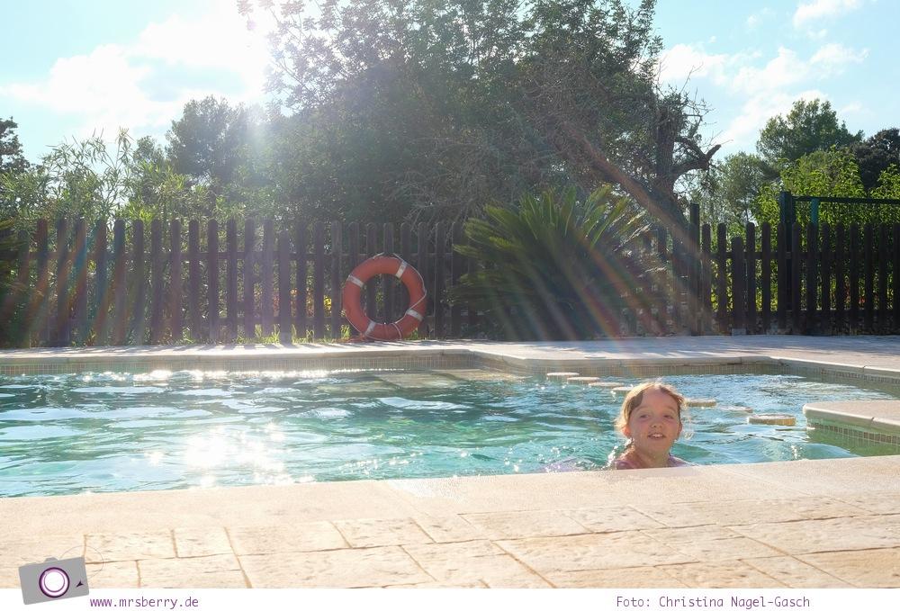 Ibiza mit Kindern - Reisebericht mit Tipps für die Region Santa Eularia: Pool-Time im Agrotourismo Xarc