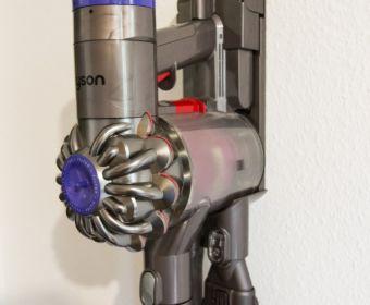 MrsBerry.de Produkttest: Dyson V6 Motorhead - kabelloser und beutelloser Staubsauger im Test auf Familientauglichkeit