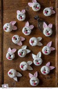 Donuts backen: Rezept für zuckersüße Hasen-Donuts zu Ostern zum selbermachen | MrsBerry Familien-Reiseblog
