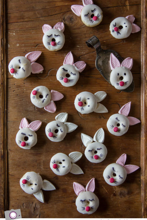 Mini Donuts backen: Rezept für zuckersüße Hasen-Donuts zu Ostern