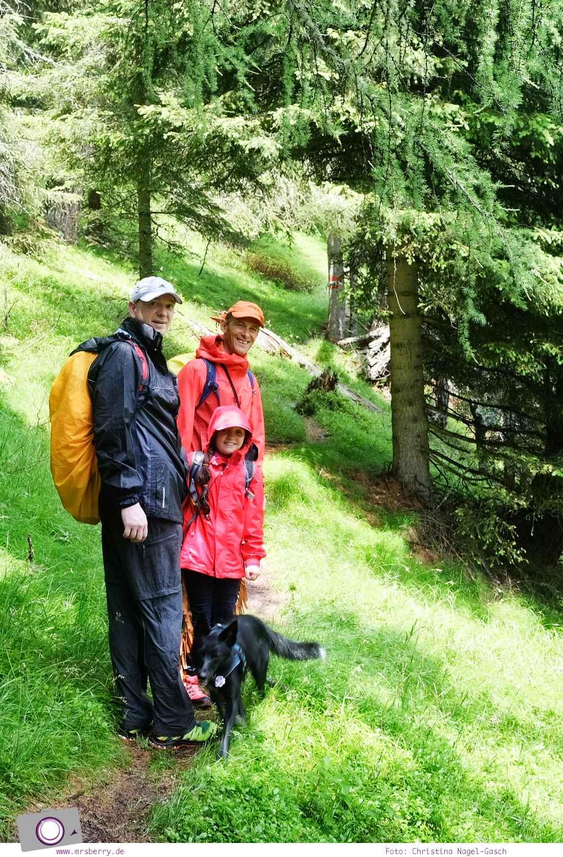 Familienurlaub in Kärnten - Feriendorf Kirchleitn mit Ranger Tagen für Kinder: klatschnass vom Regen [Österreich, Wandern im Nockberge Nationalpark]