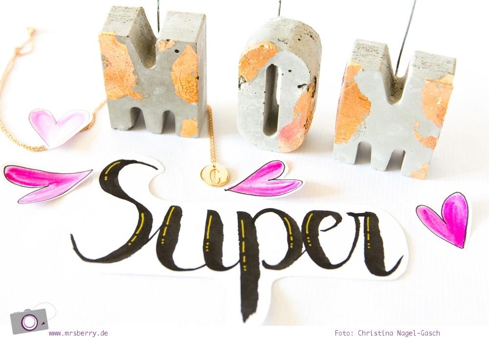 DIY Memohalter-Buchstaben aus Beton zum Muttertag basteln + Hand Lettering Botschaft für Mama