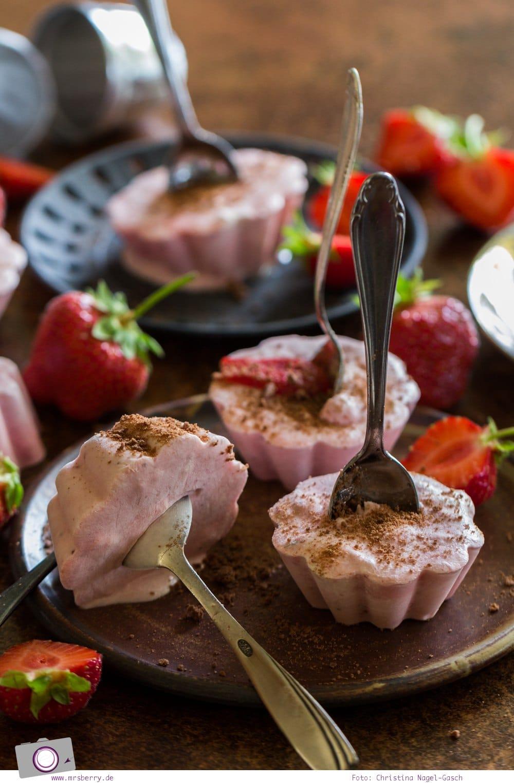 Erdbeereis selber machen - ohne Eismaschine | Rezept für selbstgemachtes Eis aus Erdbeeren, Joghurt und Sahne.