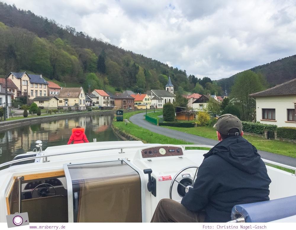 Hausbooturlaub in Frankreich: aus dem Rhein-Marne-Kanal in Elsass-Lothringen | Hübscher kleiner Ort - Lutzelburg.