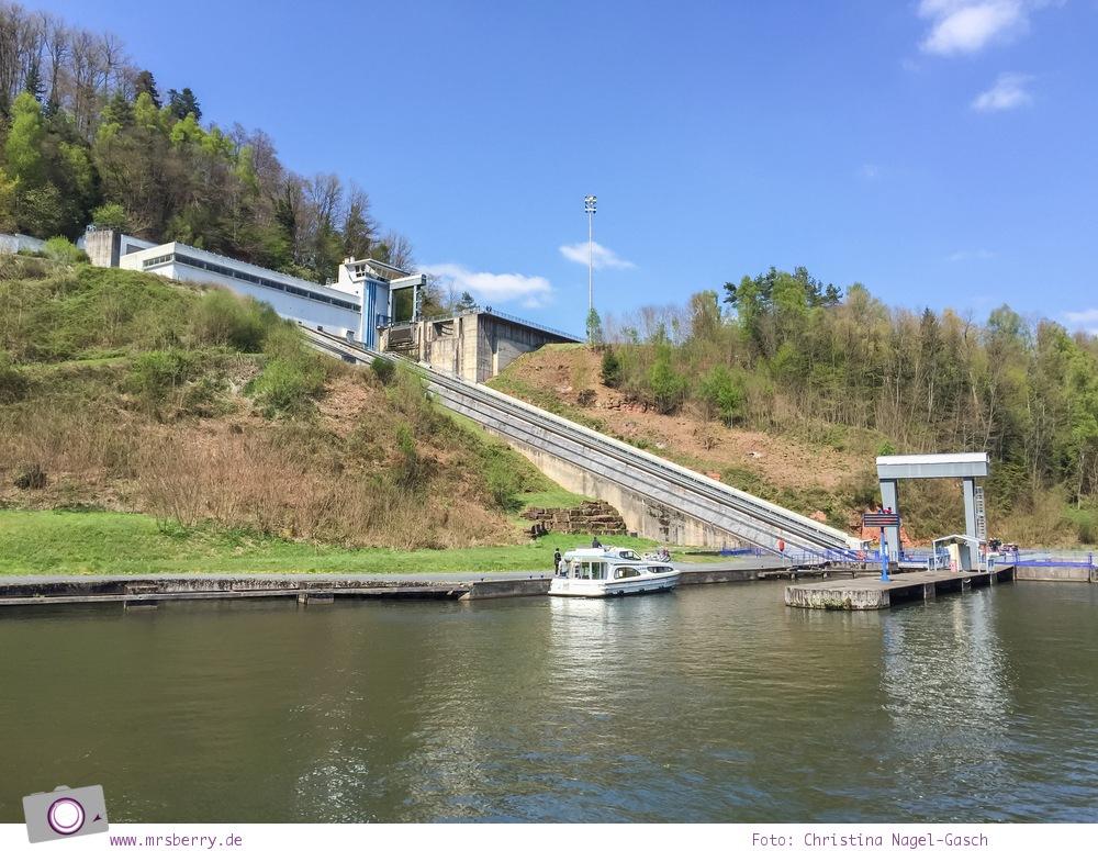 Hausbooturlaub mit Kind in Frankreich: auf dem Rhein-Marne-Kanal in Elsass-Lothringen - Schiffshebewerk in Arzviller