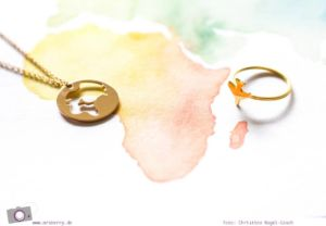 MrsBerry's Sommer Lieblinge - meine Lieblingsdinge die mich diesen Sommer begleiten und glücklich machen - Juwelery von Stilnest - Airplane Ring und Worldmap Kette