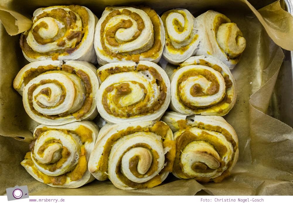 Rezept für Kürbis Zimtschnecken mit Frischkäse Frosting oder Pumpkin Pie Cinnamon Rolls