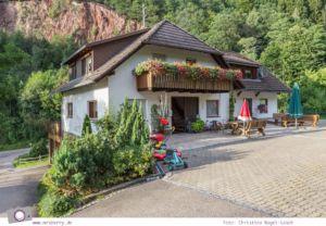 ZweiTälerLand: Familienurlaub im Schwarzwald - der Schneiderhof ist der größte Bauernhof im Elztal und liegt an verschiedenen Wanderwegen