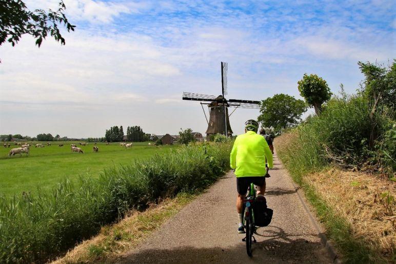 Familienurlaub in den Niederlanden - Biker windmill | Bild: Boat Bike Tours