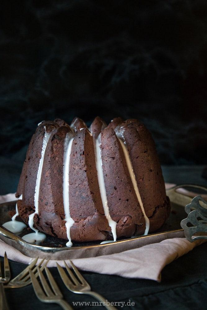 Rezept für Schokoladen Gewürzkuchen | saftiger & schokoladiger Weihnachtskuchen | schneller und einfacher Kuchen für Weihnachten | Gugelhupf mit weihnachtlichen Gewürzen
