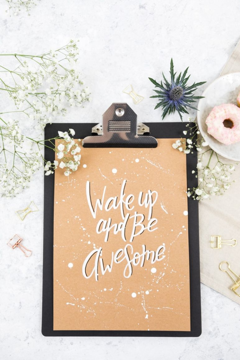 Lettering: Wake Up And Be Awesome als kostenloses Printable
