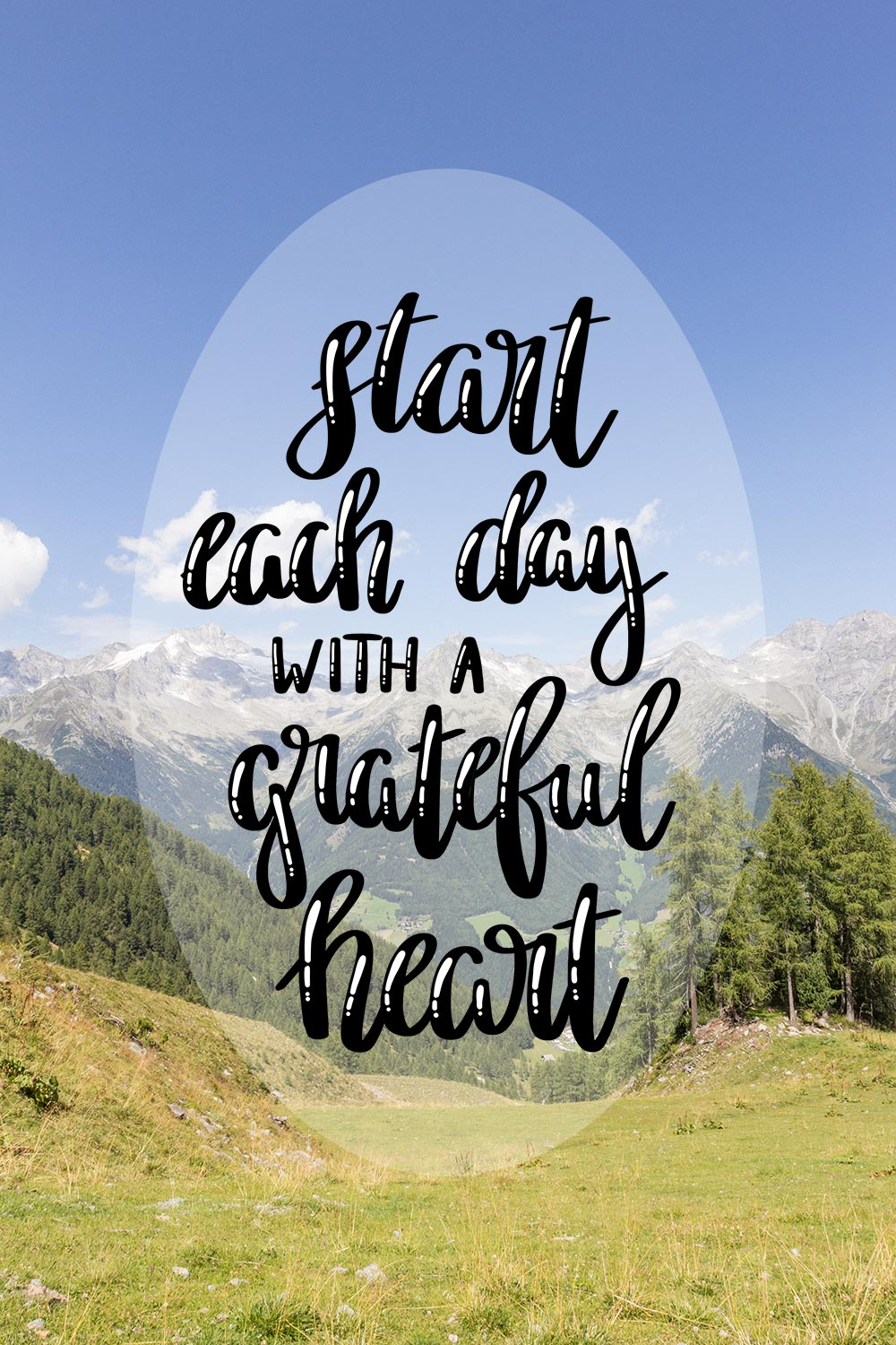 Lettering Start Each Day With A Grateful Heart free Printable MrsBerry.de