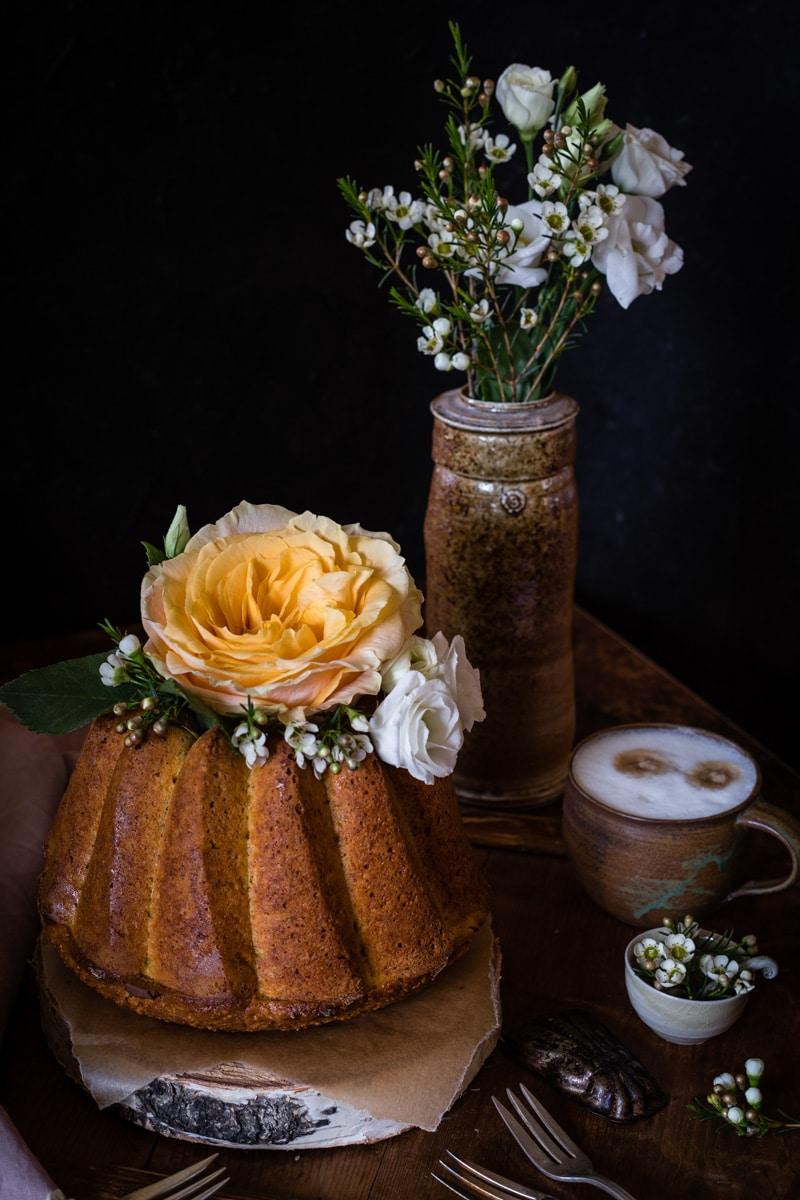Möhrenkuchen mit Frischkäse Füllung Gugelhupf