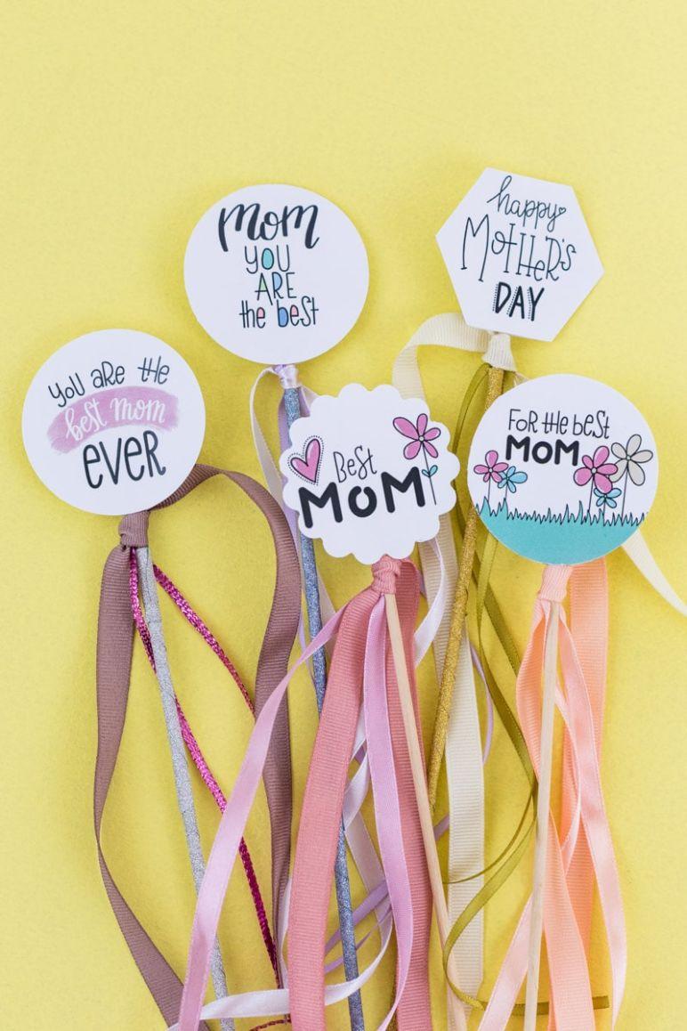 Geschenke Topper Freebie zum Muttertag - Die besten Wünsche und Sprüche zum Muttertag gibt es als Freebie zum kostenlosen Download im MrsBerry Familien-Reiseblog