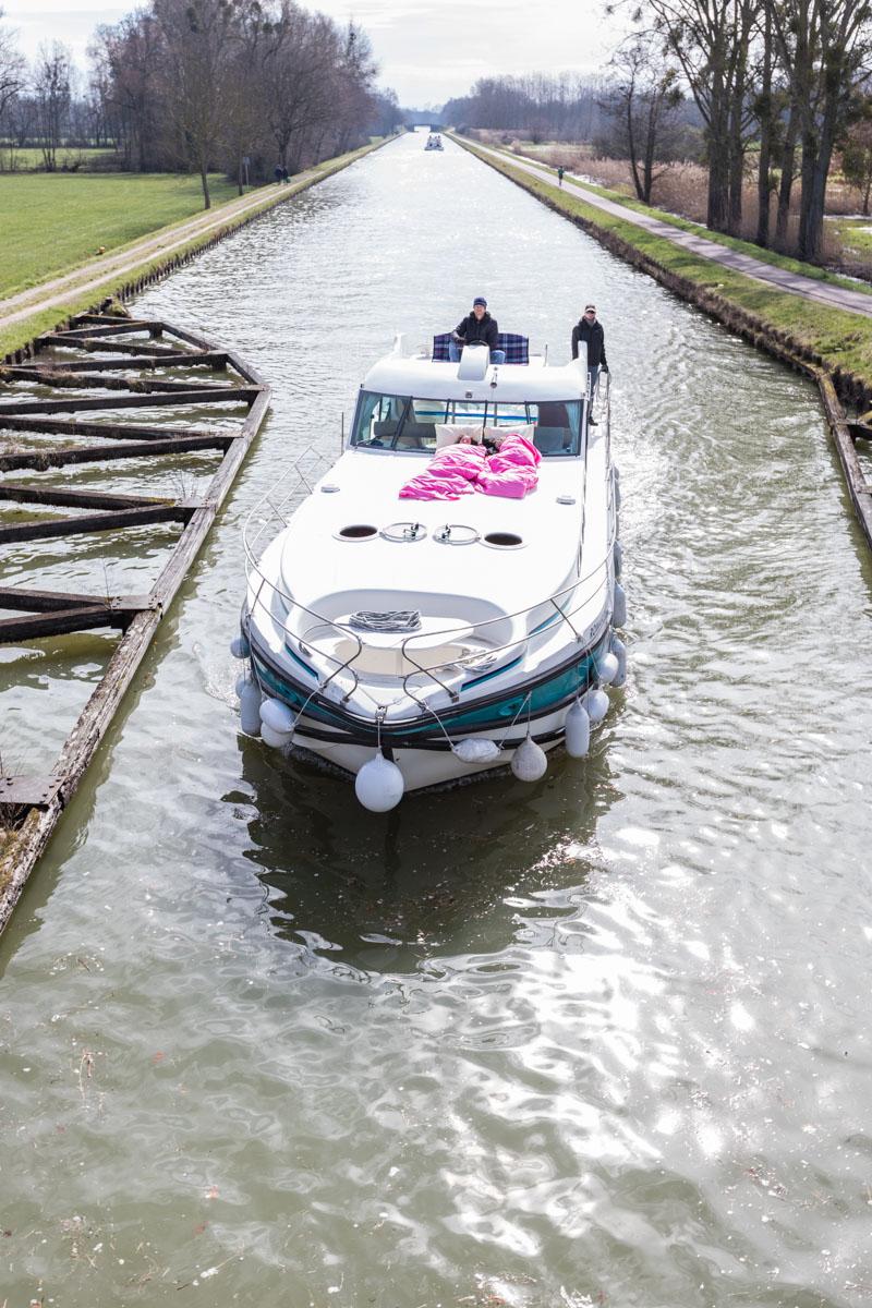 Hausbootferien in Frankreich - Familienurlaub auf dem Hausboot auf dem Rhein-Marne-Kanal in Elsass - MrsBerry Familien-Reiseblog: Schleusen mit dem Hausboot