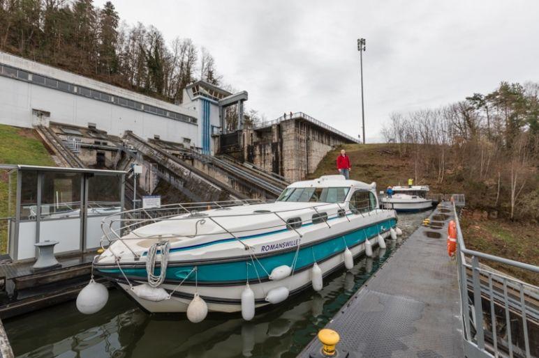 Hausbootferien in Frankreich - Familienurlaub auf dem Hausboot auf dem Rhein-Marne-Kanal in Elsass - MrsBerry Familien-Reiseblog: Schiffshebewerk in Arzviller