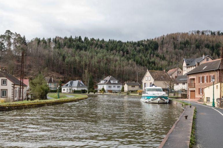Hausbootferien in Frankreich - Familienurlaub auf dem Hausboot auf dem Rhein-Marne-Kanal in Elsass - MrsBerry Familien-Reiseblog: Niderviller