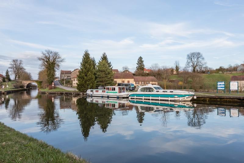 Hausbootferien in Frankreich - Familienurlaub auf dem Hausboot auf dem Rhein-Marne-Kanal in Elsass - MrsBerry Familien-Reiseblog: Hafen Xouaxange