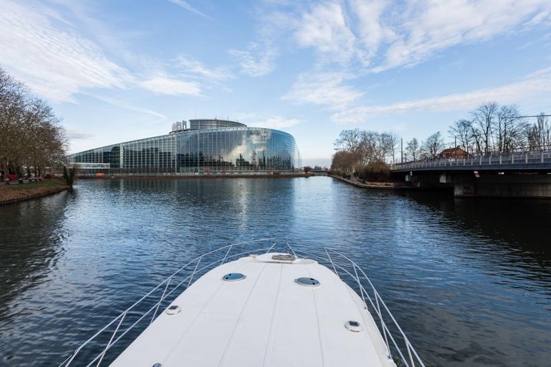 Hausbootferien in Frankreich - Familienurlaub auf dem Hausboot auf dem Rhein-Marne-Kanal in Elsass - MrsBerry Familien-Reiseblog: mit dem Hausboot nach Straßburg - Europaparlament in Straßburg