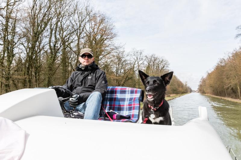 Hausbootferien in Frankreich - Familienurlaub auf dem Hausboot auf dem Rhein-Marne-Kanal in Elsass - MrsBerry Familien-Reiseblog: die Sonne zeigt sich und wir geniessen die ersten Sonnenstrahlen im Frühling