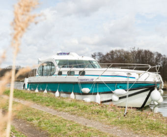 Hausbootferien in Frankreich - Familienurlaub auf dem Hausboot auf dem Rhein-Marne-Kanal in Elsass - MrsBerry Familien-Reiseblog: die Sonne zeigt sich und wir geniessen die ersten Sonnenstrahlen im Frühling beim Landgang