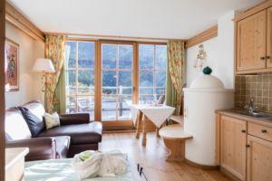Naturhotel Lüsnerhof - Wellness und Wandern in Südtirol | Einrichtung der Zimmer - gemütlich und mit Panoramafenstern für beste Aussicht